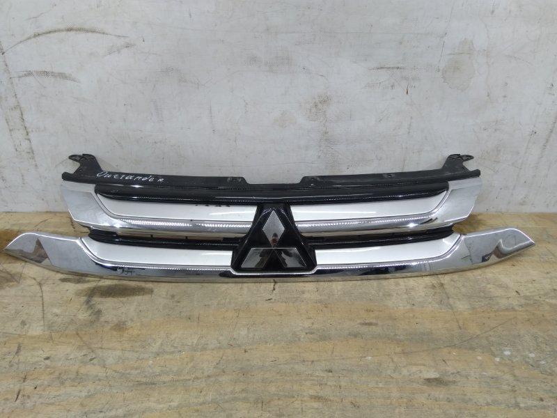 Решетка радиатора Mitsubishi Outlander `3 2015
