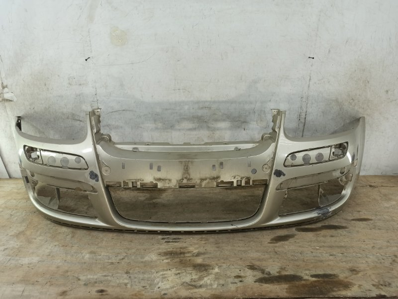 Бампер Volkswagen Jetta 5 2005 передний