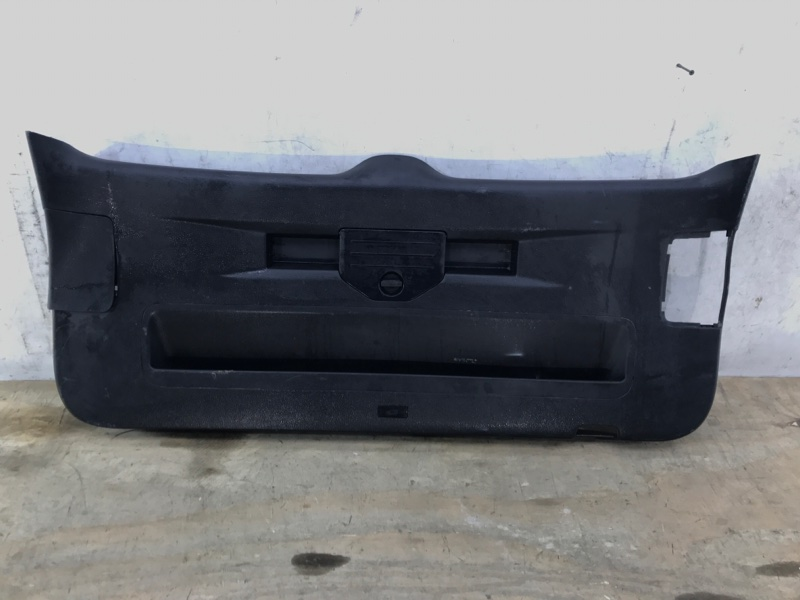 Обшивка крышки багажника Volkswagen Touareg `2 NF 2010