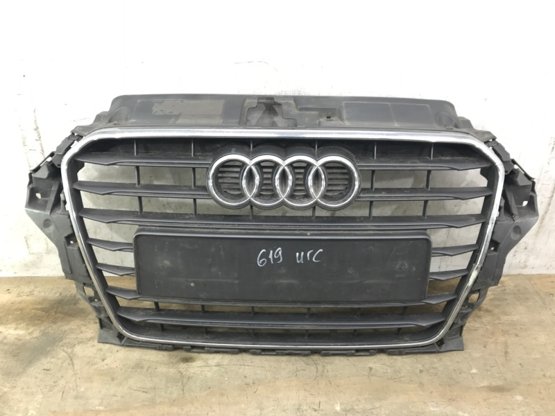 Решетка радиатора Audi A3 8V 2012