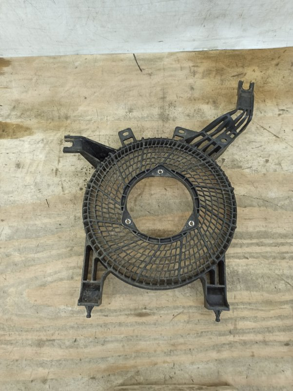 Диффузор вентилятора Toyota Sequoia 2 2008