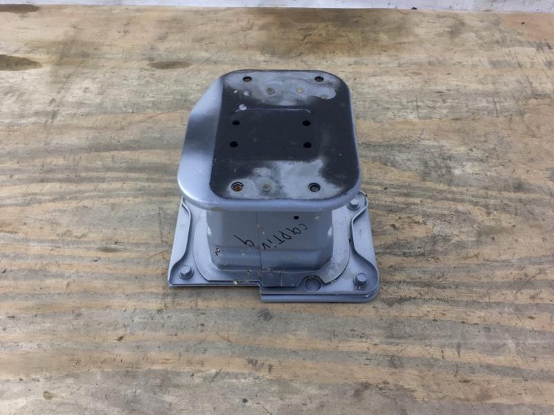 Кронштейн усилителя Chevrolet Captiva 1 C140 2011 передний правый