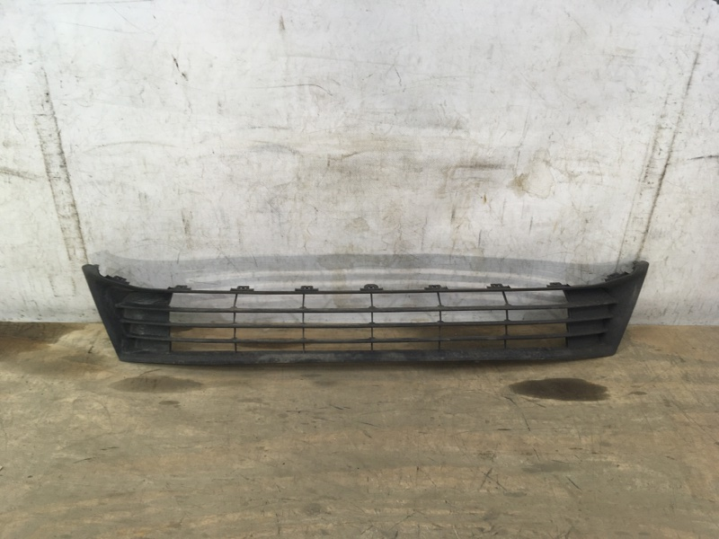 Решетка в бампер Toyota Corolla E180 2012