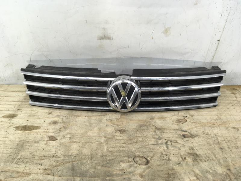 Решетка радиатора Volkswagen Touareg 2 NF 2014