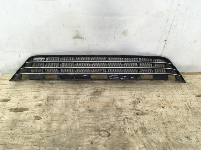 Решетка в бампер Volkswagen Touareg 2 NF 2014 передняя