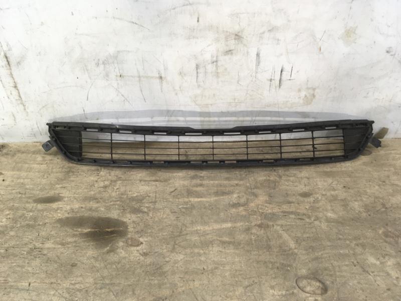 Решетка в бампер Toyota Rav4 40 2012 передняя