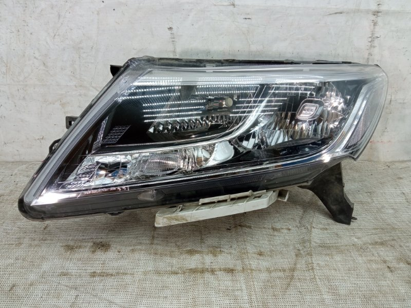 Фара Nissan Pathfinder 4 R52 2012 передняя левая