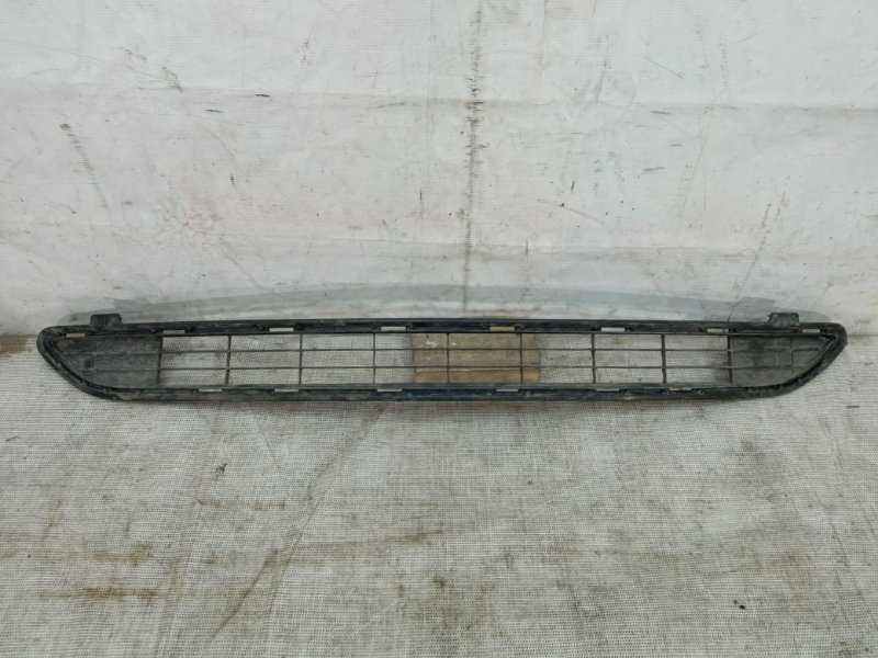 Решетка в бампер Toyota Rav4 40 2015 передняя