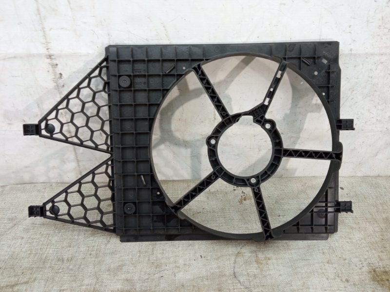 Диффузор вентилятора Audi A1 1 2010