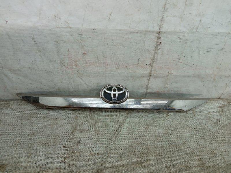 Накладка крышки багажника Toyota Camry 50 2011
