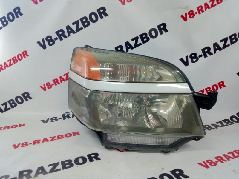 Фара Toyota Voxy AZR60 передняя правая