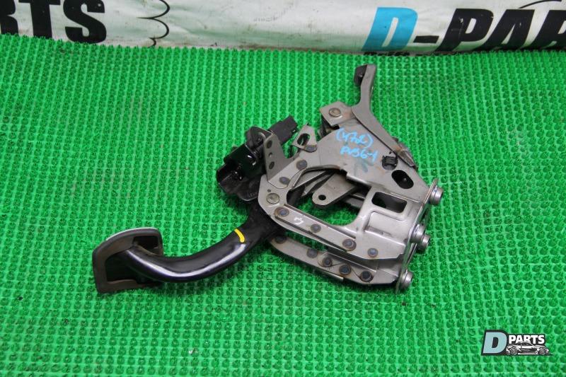 Педаль тормоза Nissan Skyline PV36-204611 VQ35HR
