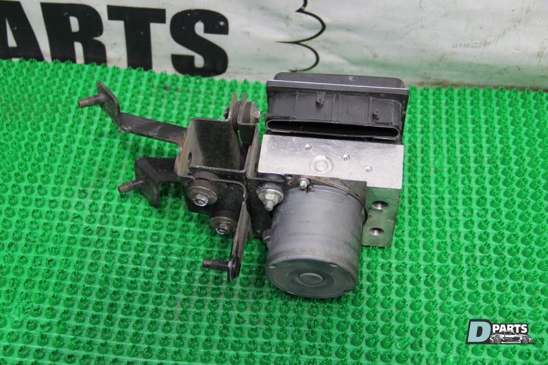 Блок abs Nissan Skyline PV36-204611 VQ35HR