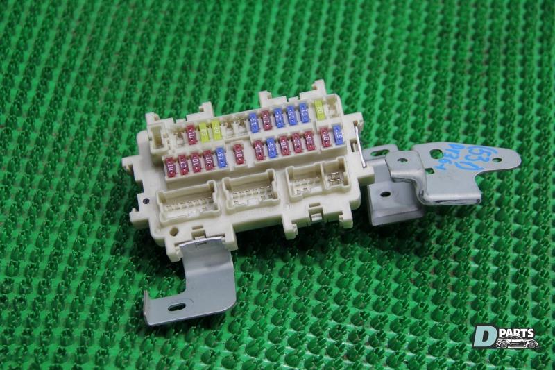 Блок предохранителей Nissan Skyline PV36-204611 VQ35HR