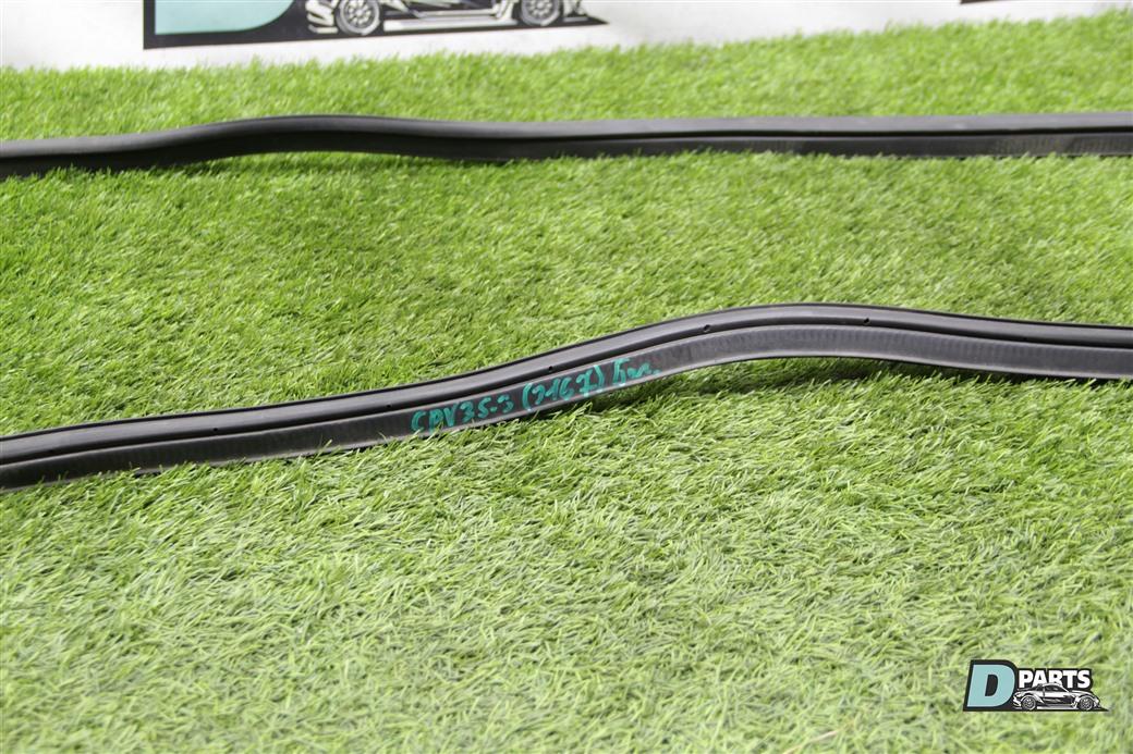 Уплотнительная резинка багажника Nissan Skyline CPV35-506329 VQ35DE 2004