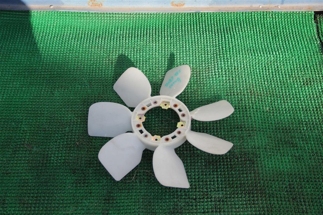 Вентилятор Toyota Hilux Surf 185