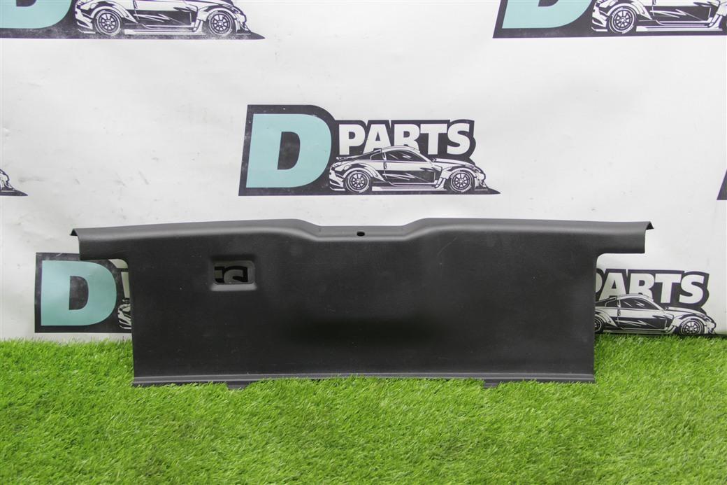 Пластик замка багажника Nissan Fairlady Z Z33-008815 VQ35DE