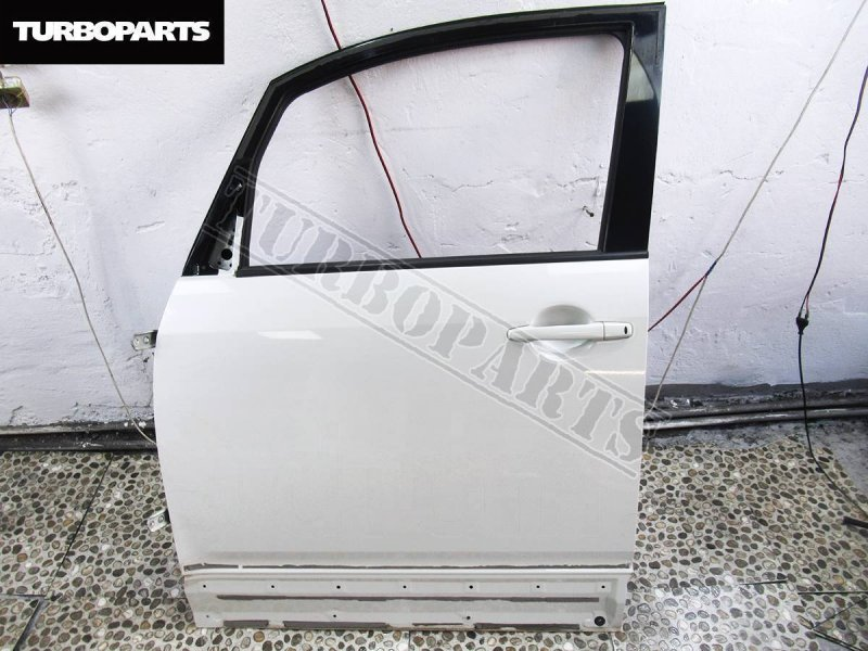 Дверь Mitsubishi Delica D:5 CV2W 4B11 передняя левая (б/у)