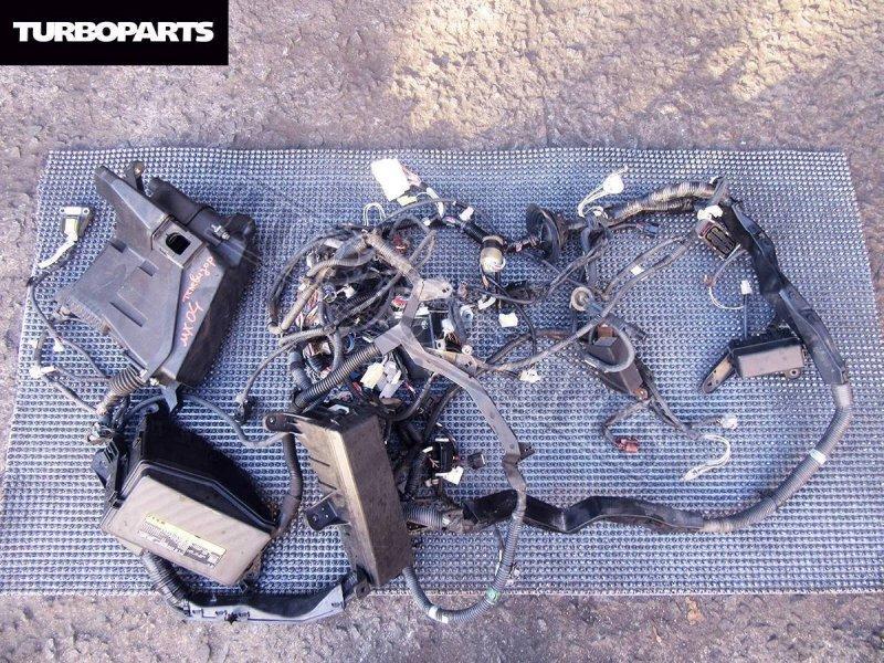 Блок предохранителей под капот Toyota Mark X GRX121 3GRFSE передний (б/у)