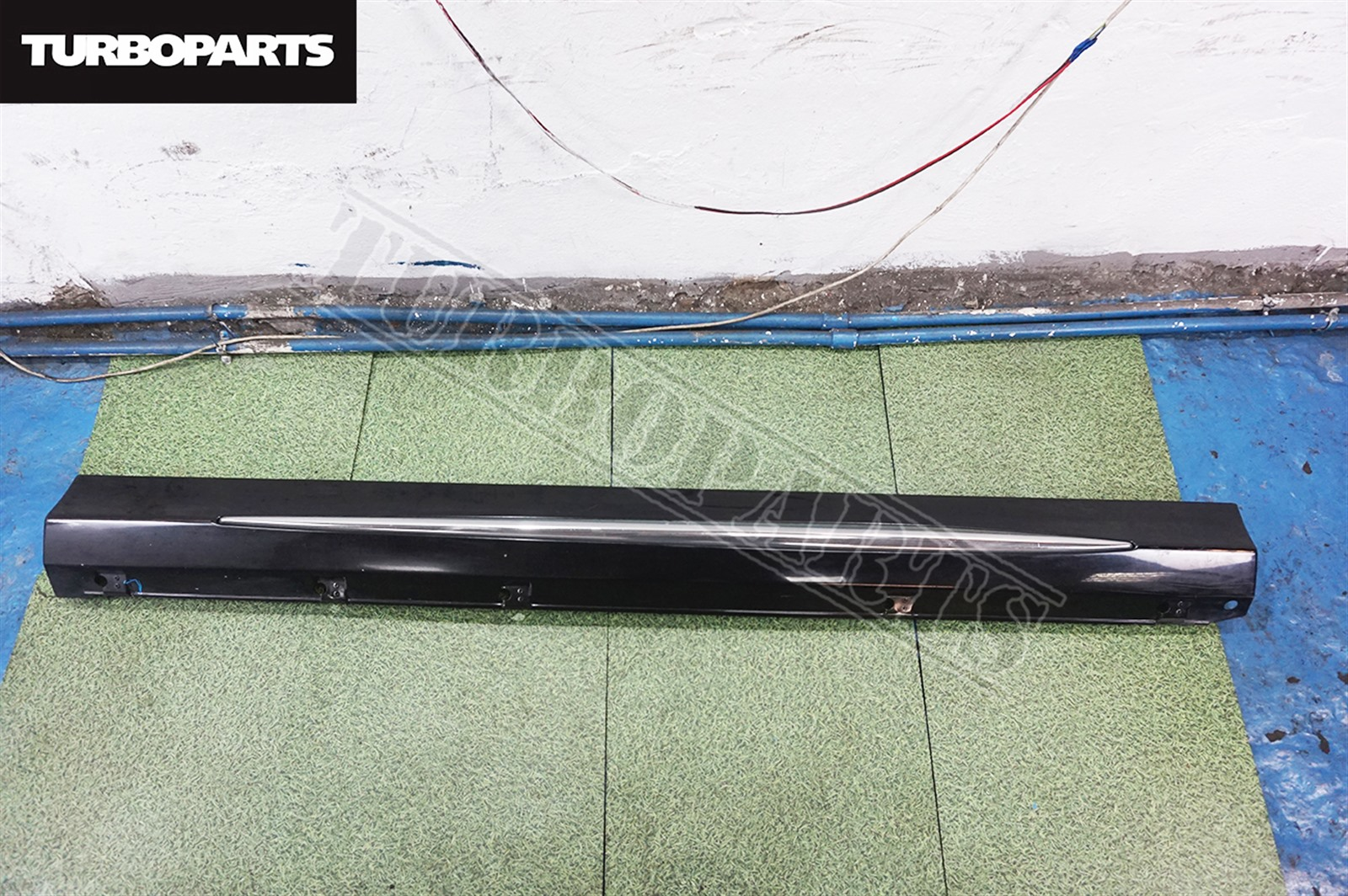 Порог Mitsubishi Outlander CW5W 4B12 2007 правый (б/у)