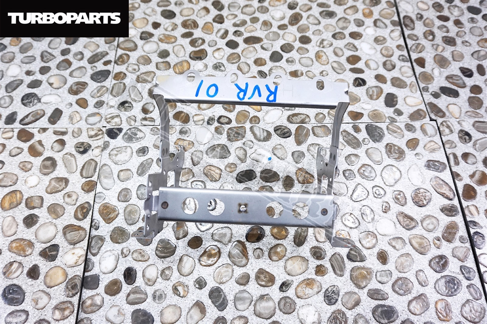 Крепление магнитофона Mitsubishi Rvr GA1W 4B10 2010 (б/у)