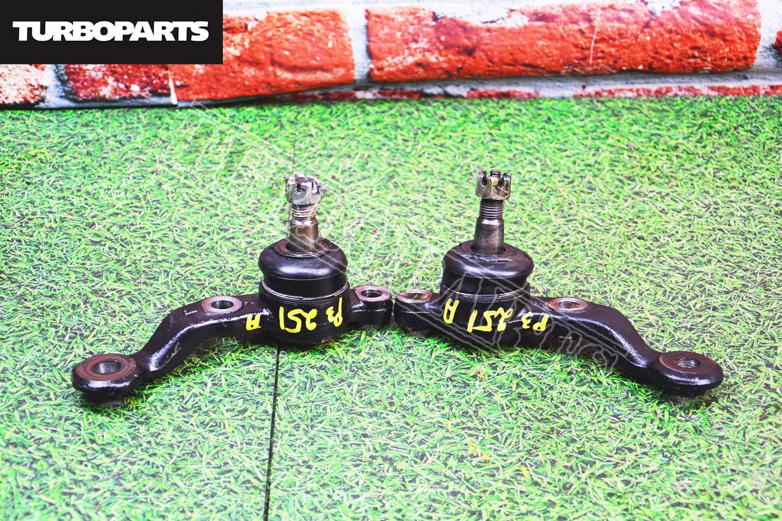 Шаровые Toyota Mark 2 JZX110 1JZGTE переднее нижнее (б/у)