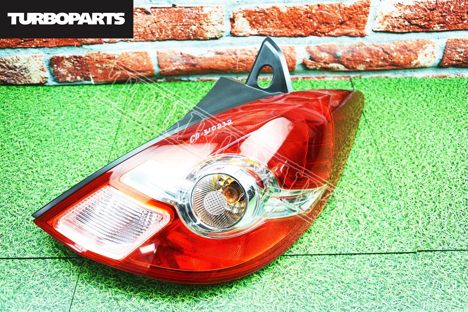 Стоп сигналы Nissan Tiida C11 HR15DE задний правый (б/у)