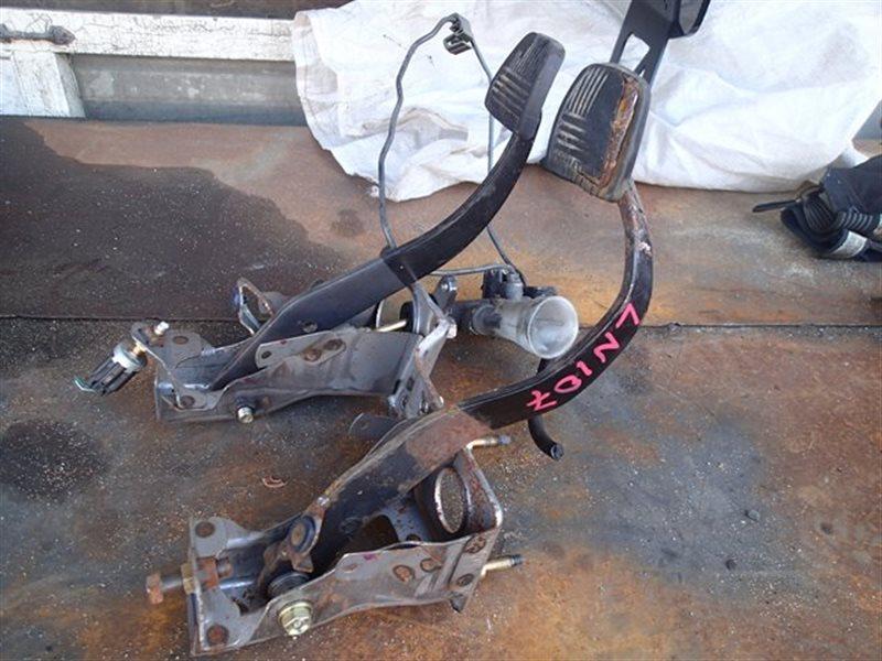 Педаль сцепления Toyota Hilux LN107 3L (б/у)