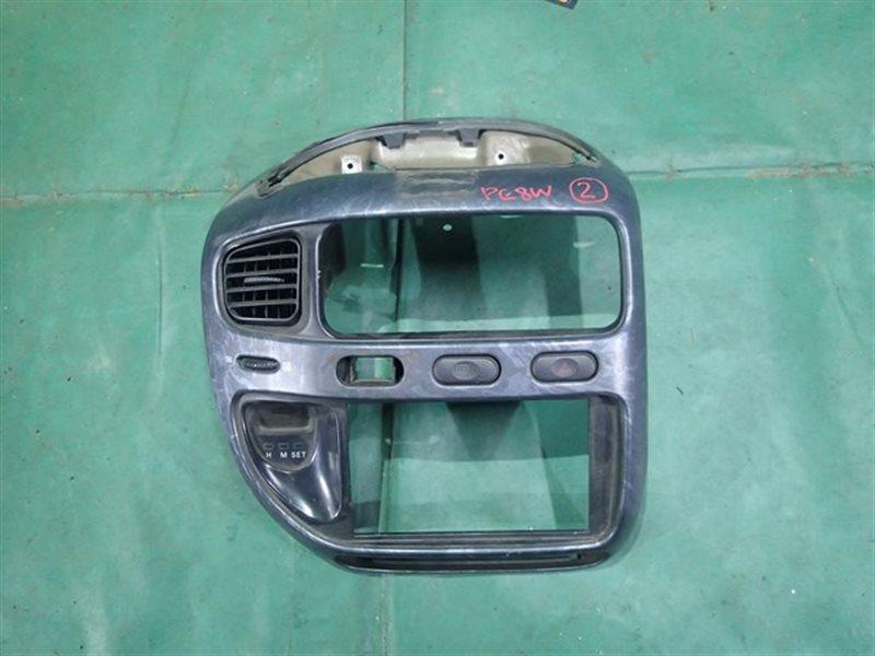 Консоль магнитофона Mitsubishi Delica PE8W передний (б/у)