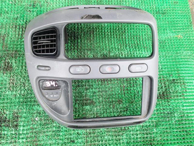 Консоль магнитофона Mitsubishi Delica PE8W (б/у)