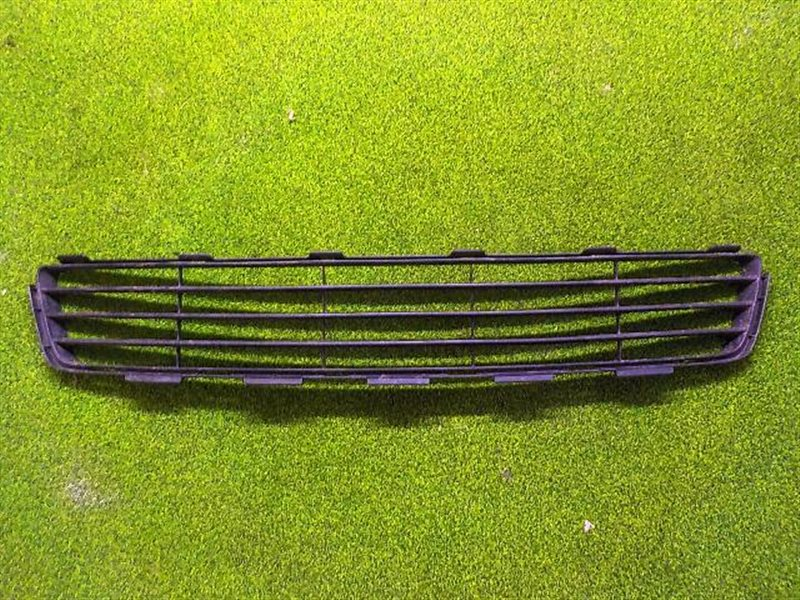 Решетка радиатора Toyota Vitz NCP90 нижняя (б/у)