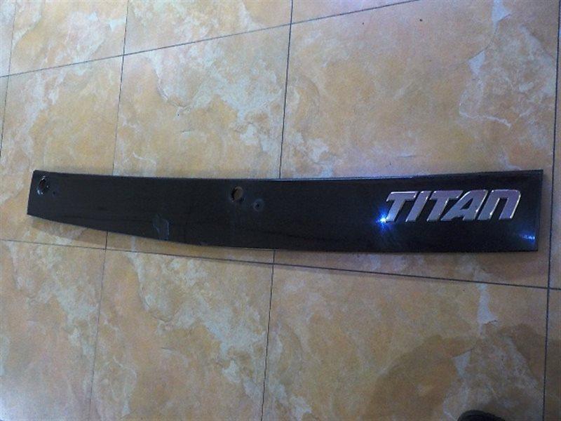 Решетка под лобовое стекло Mazda Titan WH63G (б/у)