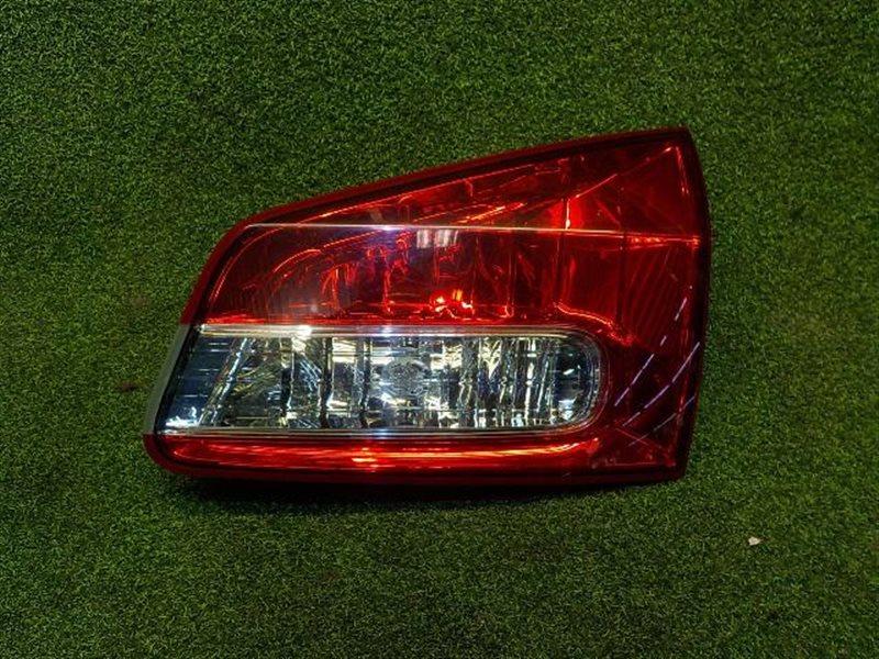 Вставка между стопов Nissan Wingroad Y12 правая (б/у)