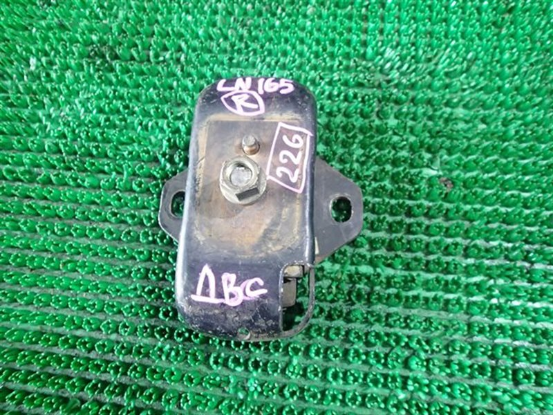 Подушка двс Toyota Hilux LN165 2LT правая (б/у)