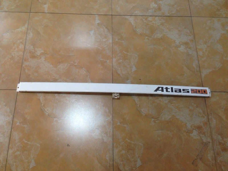 Планка под лобовое стекло Nissan Atlas JH 40 (б/у)