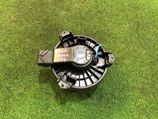 Мотор печки Toyota Passo Sette M512E (б/у)