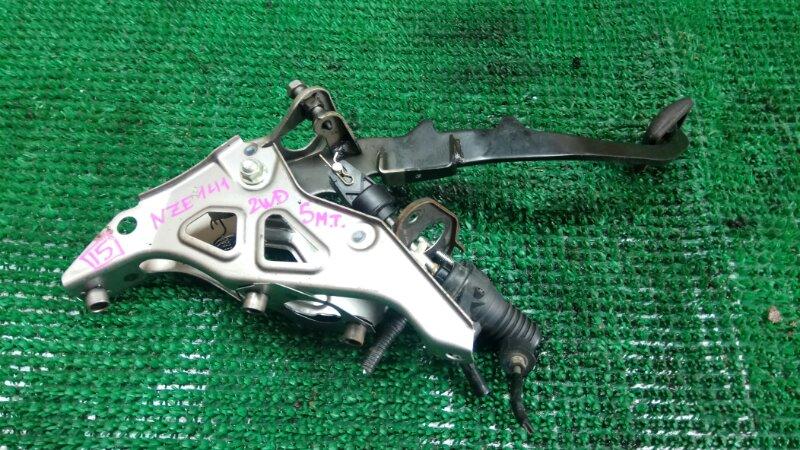 Педаль сцепления Toyota Corolla Fielder NZE141 (б/у)