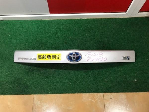 Планка задняя Toyota Prius ZVW30 (б/у)