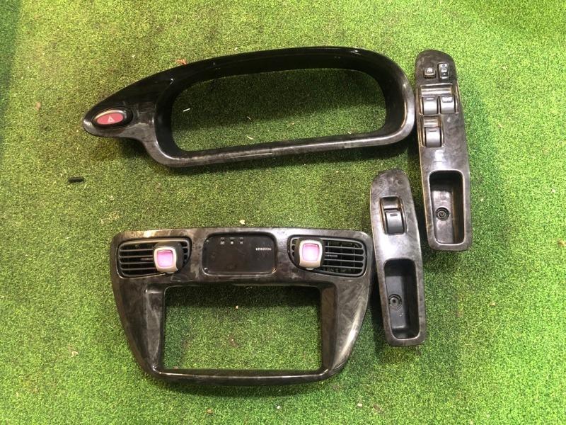 Консоль магнитофона Toyota Noah SR50 (б/у)