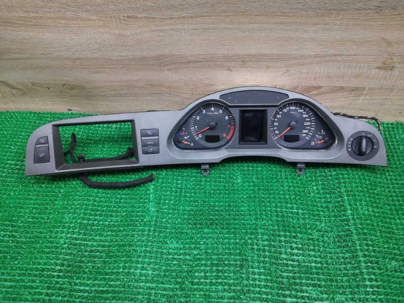 Спидометр Audi A6 C6 AUK 3.2 (б/у)