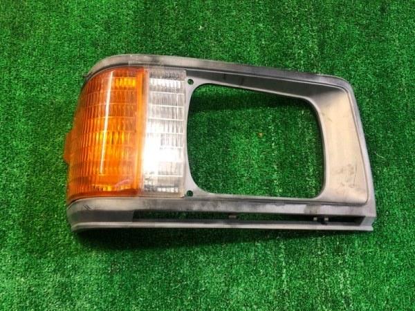 Очки с габаритом Mazda Bongo SD2AT правые (б/у)