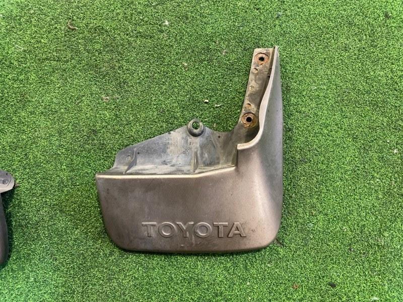 Брызговик Toyota Hiace KZH106 задний правый (б/у)