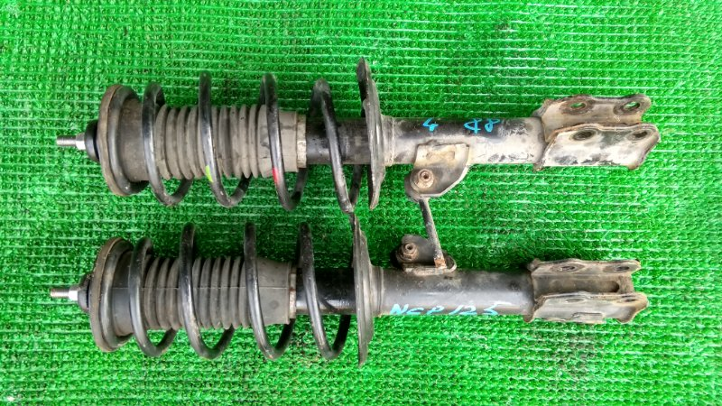 Стойка подвески Toyota Ractis NCP125 передняя (б/у)