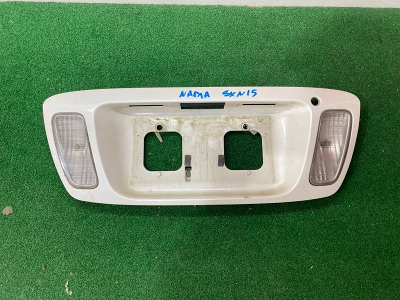 Вставка между стопов Toyota Nadia SXM15 (б/у)