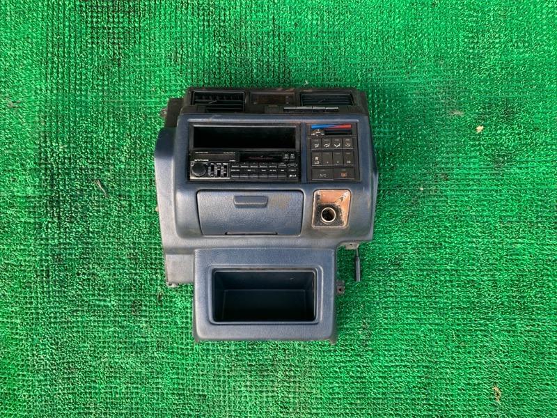 Консоль магнитофона Toyota Crown LS136 2L-T 1989 (б/у)