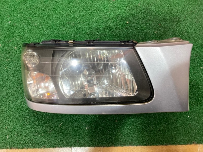 Фара Subaru Forester SG5 правая (б/у)