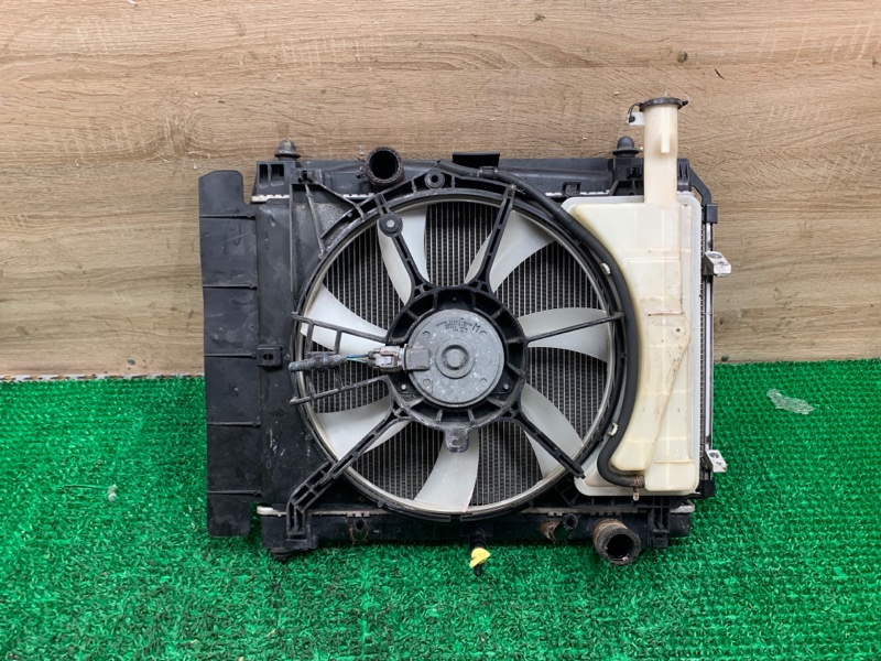 Радиатор Toyota Belta NCP96 2NZ-FE 2011 (б/у)