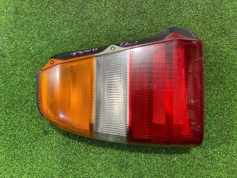 Стоп сигнал Toyota Crown Comfort TSS11 1TR левый (б/у)