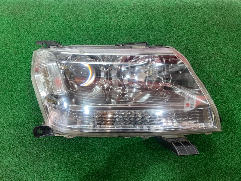 Фара Suzuki Escudo TD54 правая (б/у)