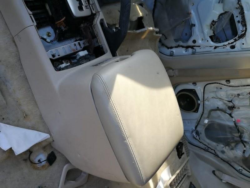Бардачок между сиденьями Toyota Land Cruiser UZJ100 2UZ-FE 2002 (б/у)